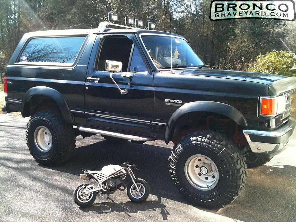 1988 ford bronco lifted with kc lights