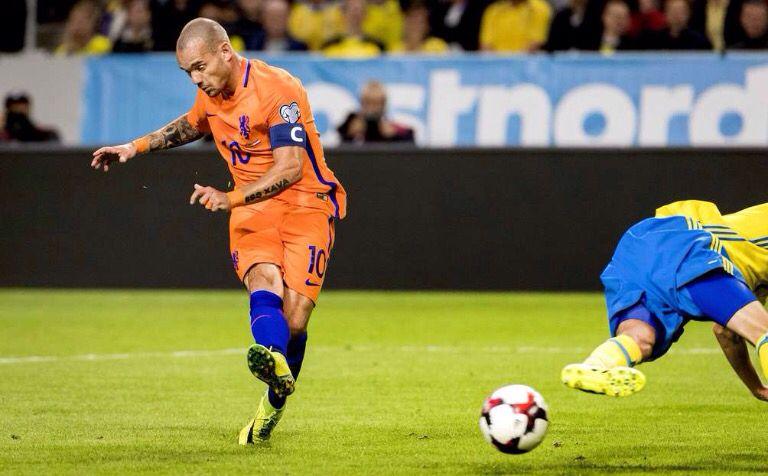 Oranje aanvoerder Wesley Sneijder maakt gelijk tegen Zweden: 1-1 2016-09-06