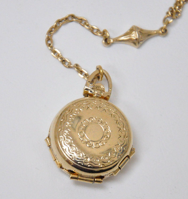 4 photos classic Necklace locket