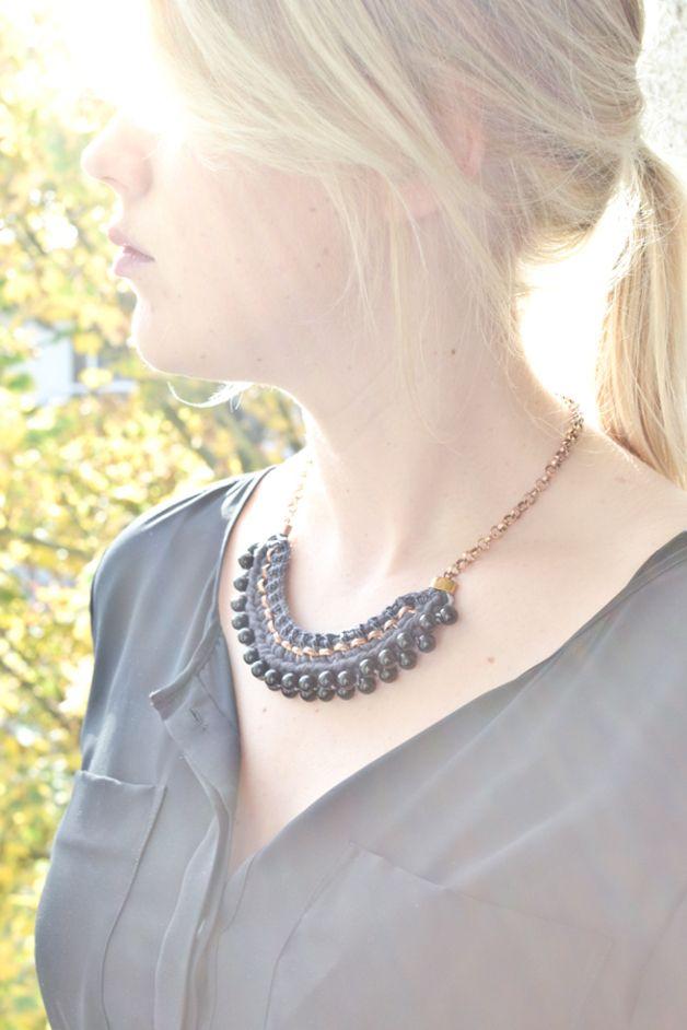 Statement Ketten - Schwarze Perlen Statement Kette - ein Designerstück von gudbling bei DaWanda
