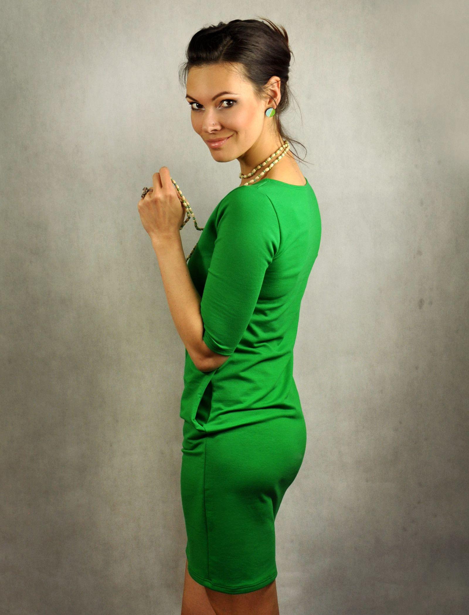 93653738f9ba Jednoduché+šaty+s+vreckami+-+Zelené+Šaty+jednoduchého+strihu