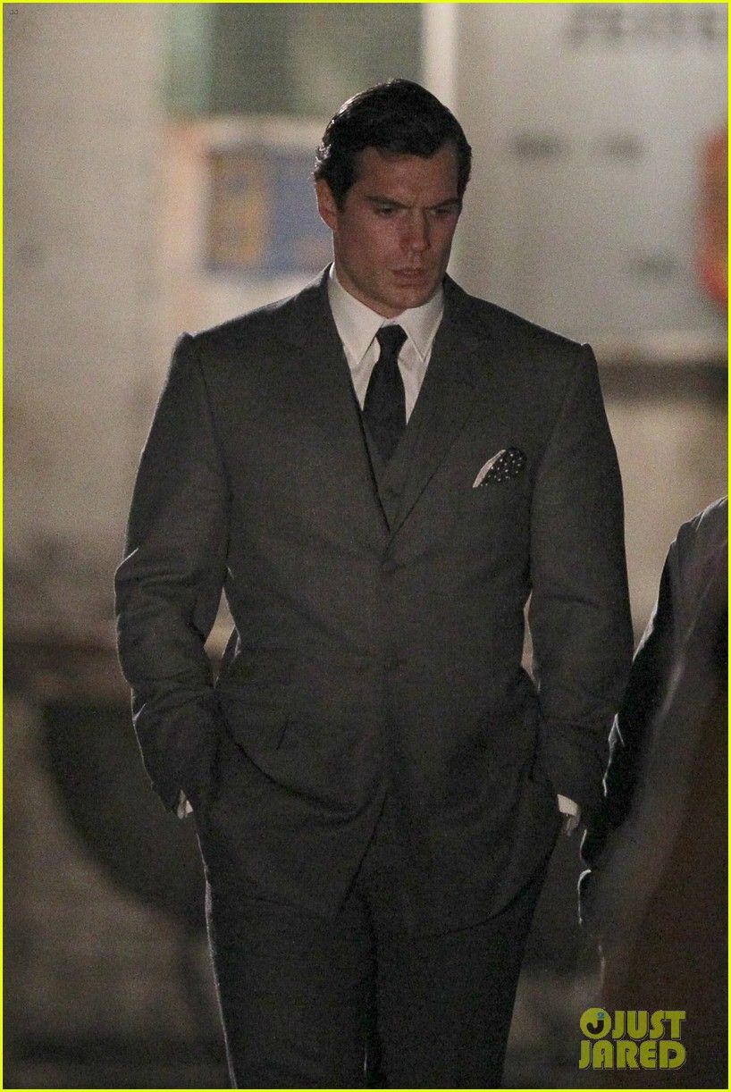 Henry Cavill Suits Up On Man From Uncle Set Homens Lindos