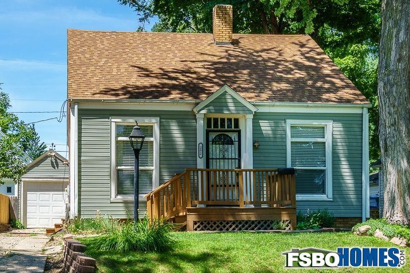 Pin By Fsbohomes Com On Beautiful Iowa Homes Home House Styles Cedar