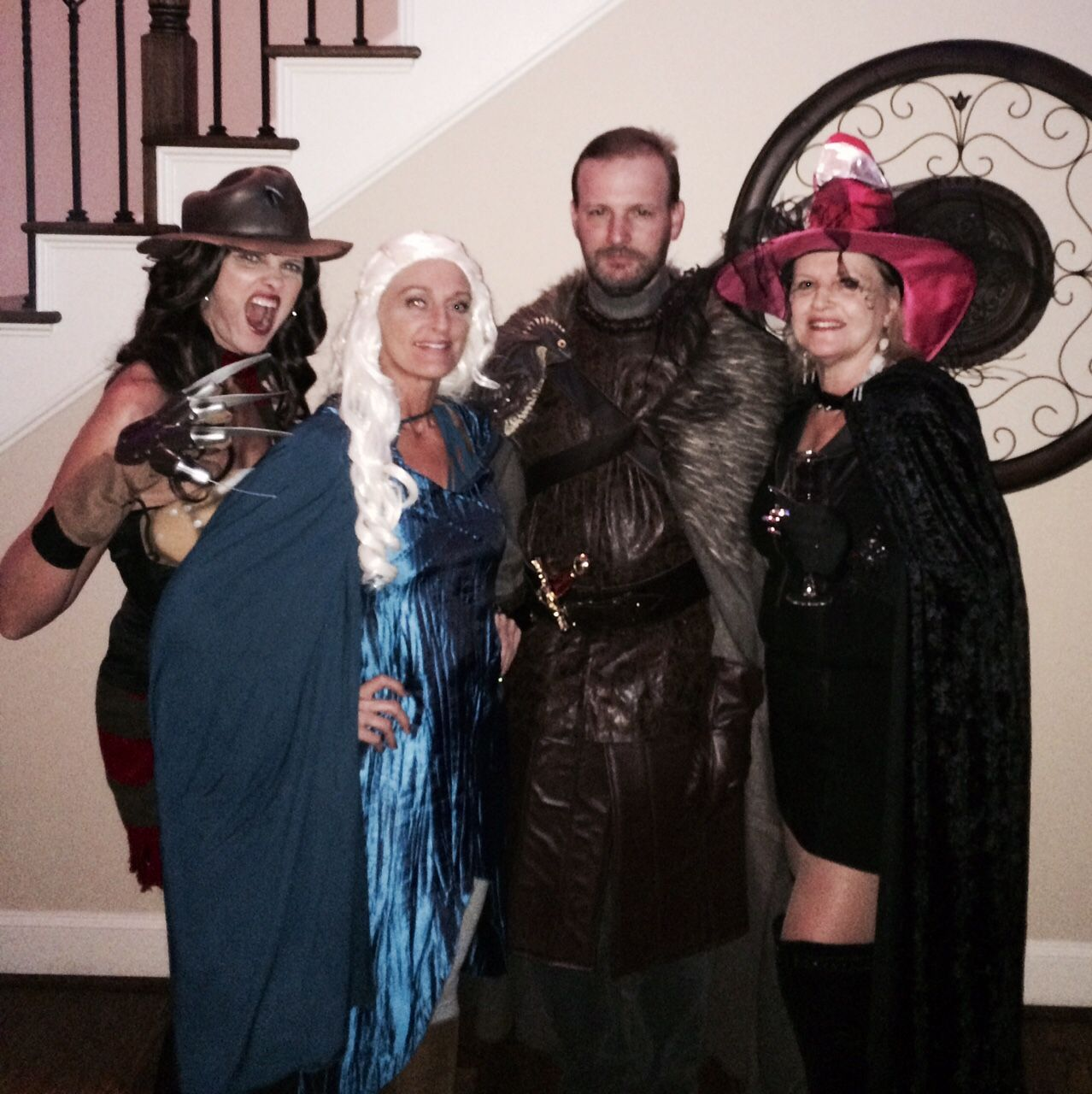 Game of Thrones! Costume contest, Halloween house