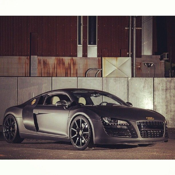 audi r8 matte black with cool gold accents look at the 20. Black Bedroom Furniture Sets. Home Design Ideas