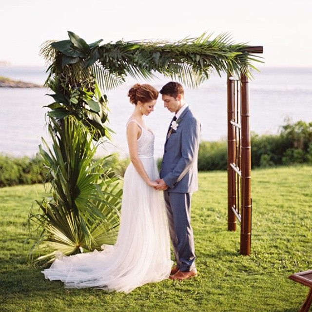 Altar Bound Wedding Dresses: Tropical Altar Goodness. @montagekapalua @setmaui