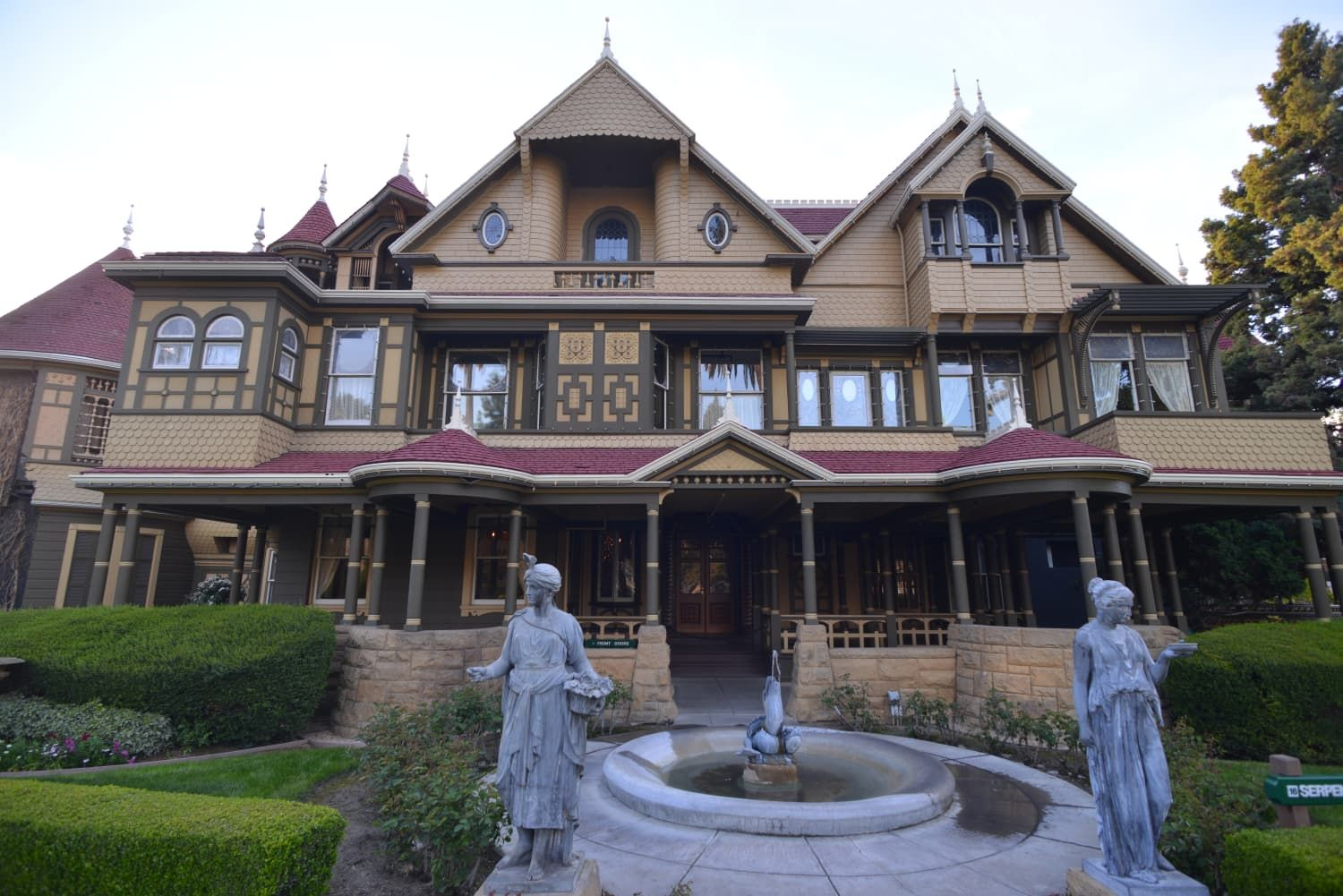 Take A Virtual Tour Of The Winchester Mystery House Sans Ghosts Winchester Mystery House Virtual Tour Winchester House