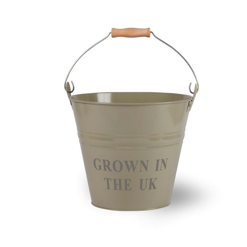 Grown in the UK Bucket - GooseberryIdeal for storing all your freshly picked potatoes, vegetables or even fruit.Crafted from power coated steelSturdy metal handle with wooden gripH30 x D29.5cmYou don't have to have an orchard to enjoy our Fresh Apples Bucket. Ideal for storing all your freshly picked fruit.