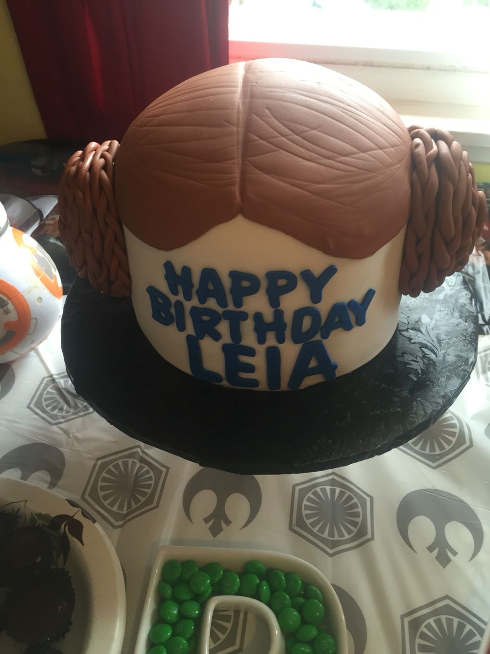 Princess Leia Star Wars cake