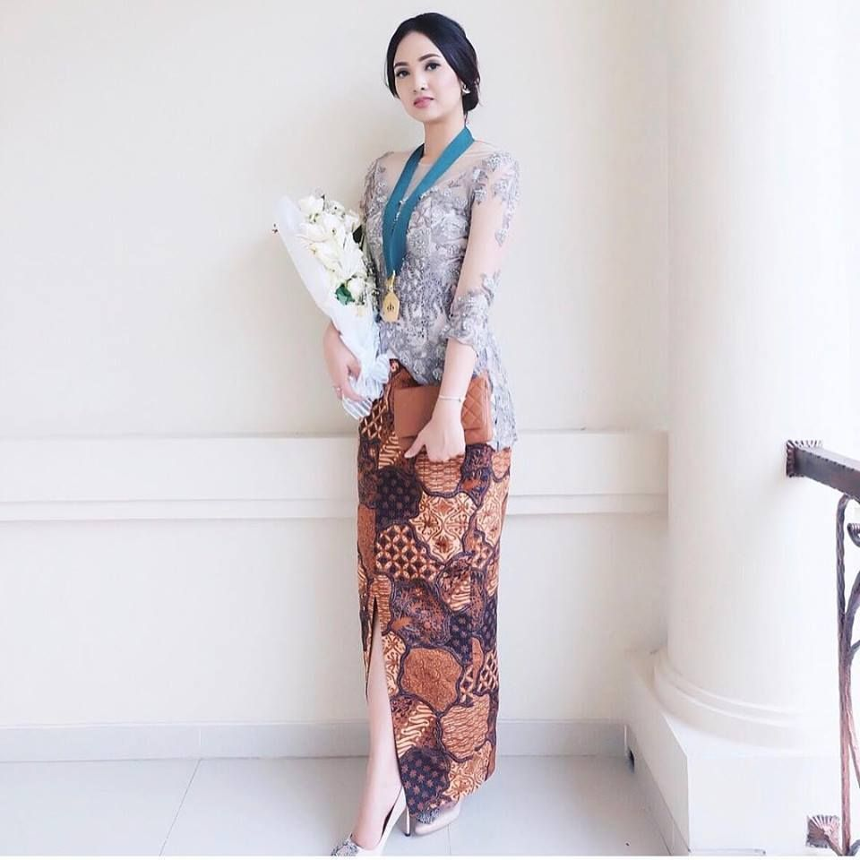 11 Fashionable Muslim Hijab Kebaya Graduation Models – Model Dress