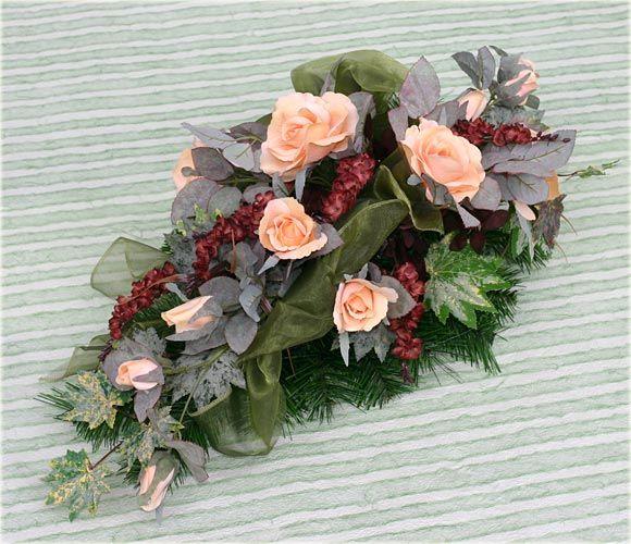 Znalezione Obrazy Dla Zapytania Stroiki Na Wszystkich Swietych Casket Flowers Sympathy Flowers Flower Arrangements