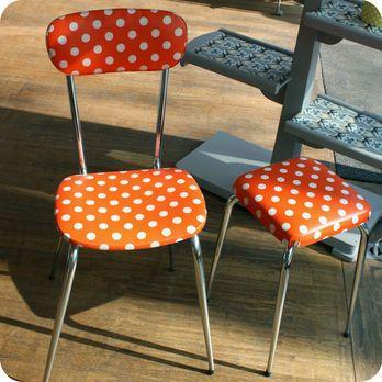 Meubles Vintage U003e Chaises U0026 Fauteuils U003e Chaise De Cuisine Et Tabouret  Années 60 à Pois : Fabuleuse Factory