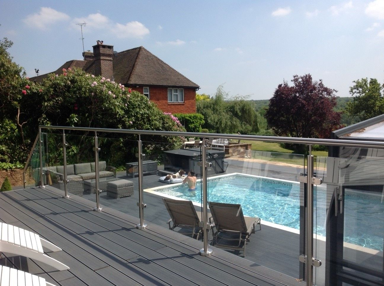 Stainless steel & glass balustrade around swimming pool
