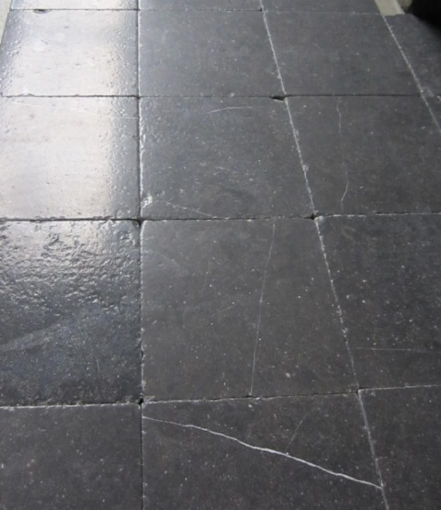 belgisch hardsteen voor op de vloer van de hal toilet en badkamer