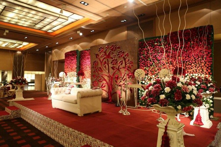 Karan and sangini indoor indian wedding decor ideas floral walls vertical garden vintage victorian english theme stage backdrop for with also  fabulously fresh delhi rh in pinterest