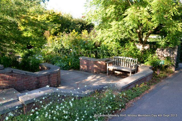 Unassumingly pleasant.... | Garden design, Outdoor decor ...