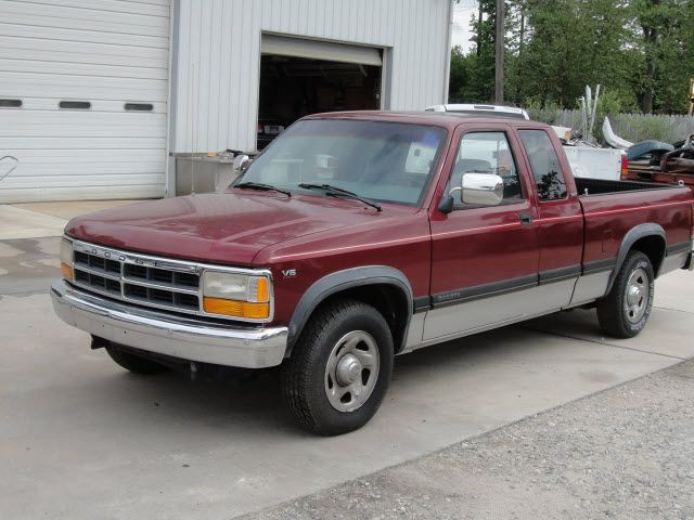 1995 Dodge Dakota Slt My Eighteenth Vehicle I Still Own Today Mine Is Fire Engine Red Dodge Dakota Dodge Trucks Dodge