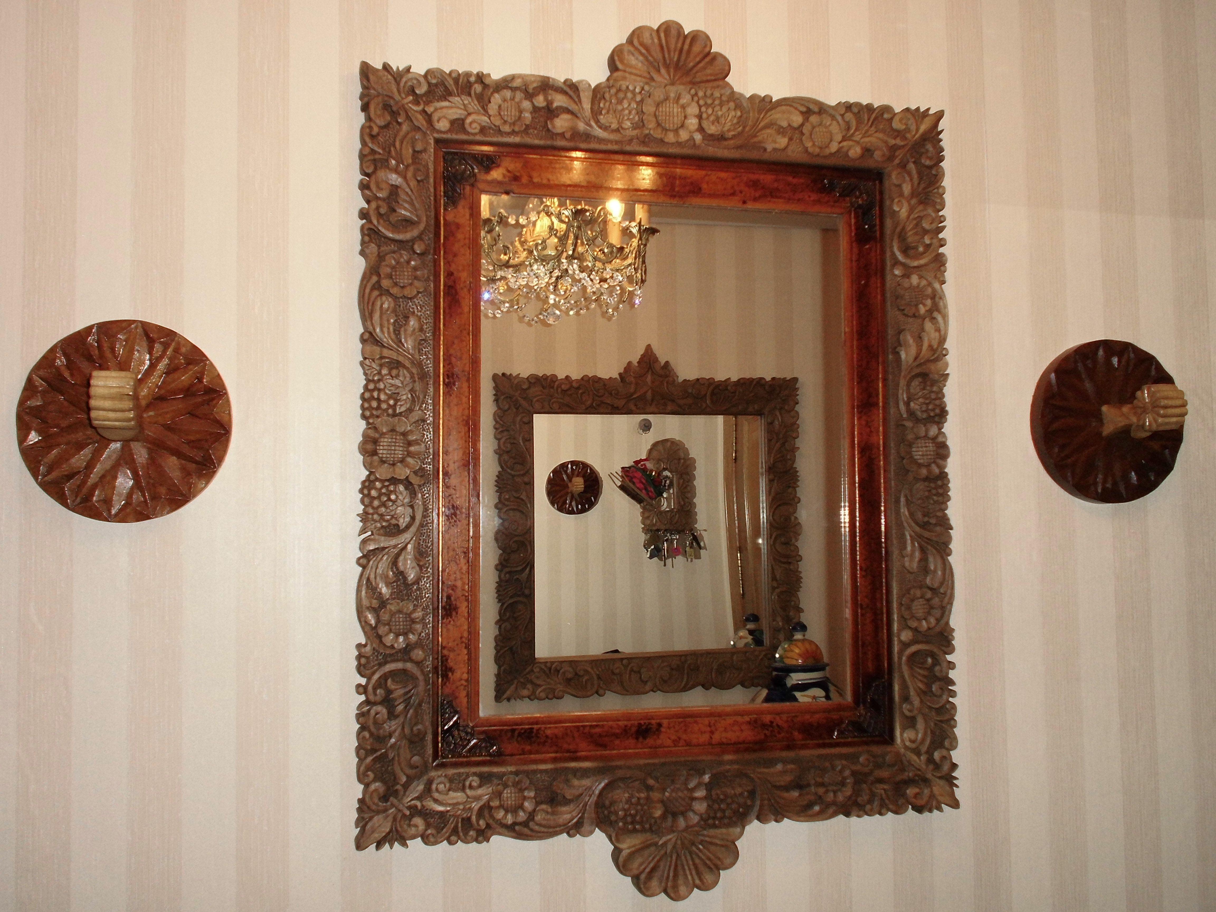 Espejo con marco tallado en madera marcos pinterest for Espejos tallados