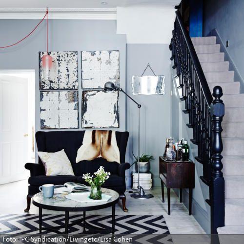 Kleine Hausbar gemütlicher zweisitzer neben treppenaufgang kleine hausbar