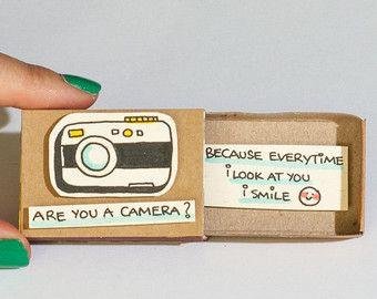 Drôle carte d'appareil photo amour / Cheesy cadeau pour elle / Unique cadeau / carte d'Encouragement mignon / «chaque fois que je vous regarde je souris» / OT006