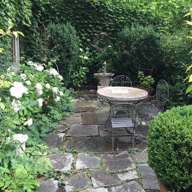 Nice Cozy Spot For A Glass Of Wine And A Chat This Afternoon Patio Garden Gardening Gardens Garden Design Magazine Garden Design Outdoor Gardens