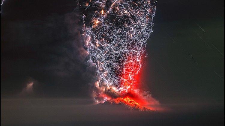 Epic volcano lightning storm photo wins perfect moment
