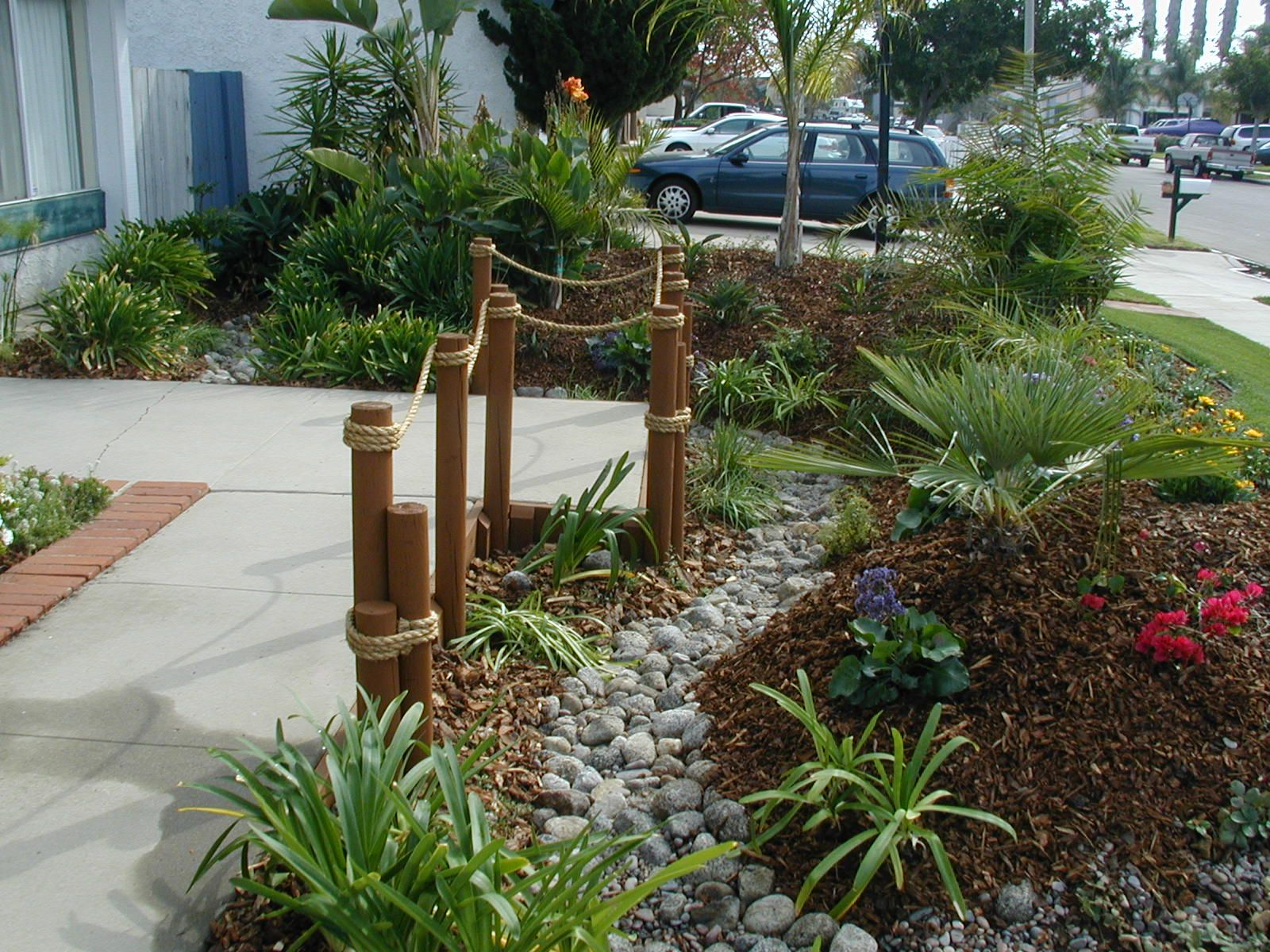 Alluring front yard landscaping ideas with rocks image for Small garden arrangement