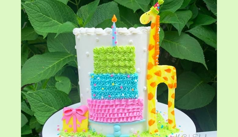 Sweet Giraffe with a Birthday Cake- Free Cake Video