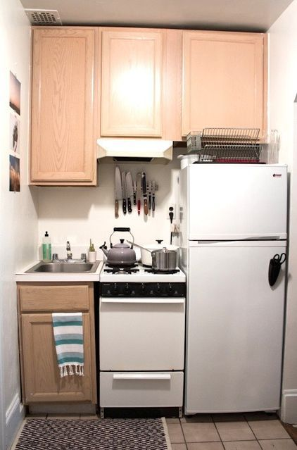 10 Tiny Kitchens Whose Usefulness You Won T Believe Small Apartment Kitchen Simple Kitchen Design Kitchen Design Small