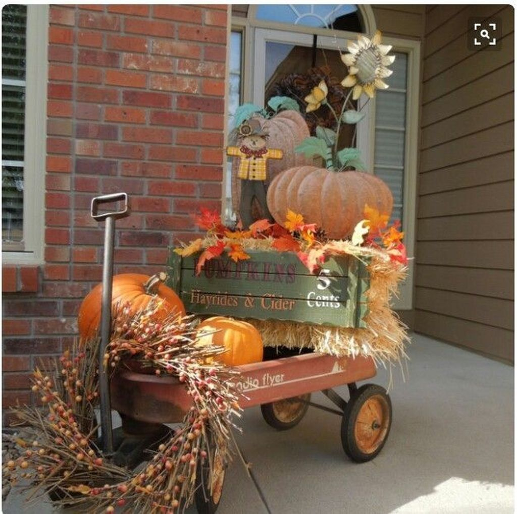 48 Amazing Outdoor Fall Decor Ideas That Will Fascinate You images
