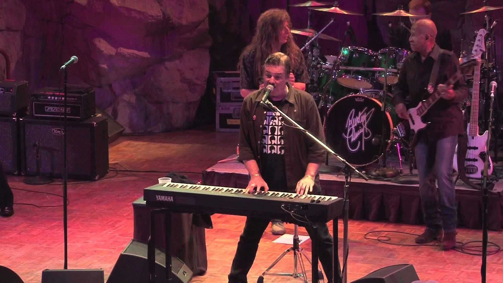 Burton Cummings - Louie Louie - Live - 2011 | Burton ...