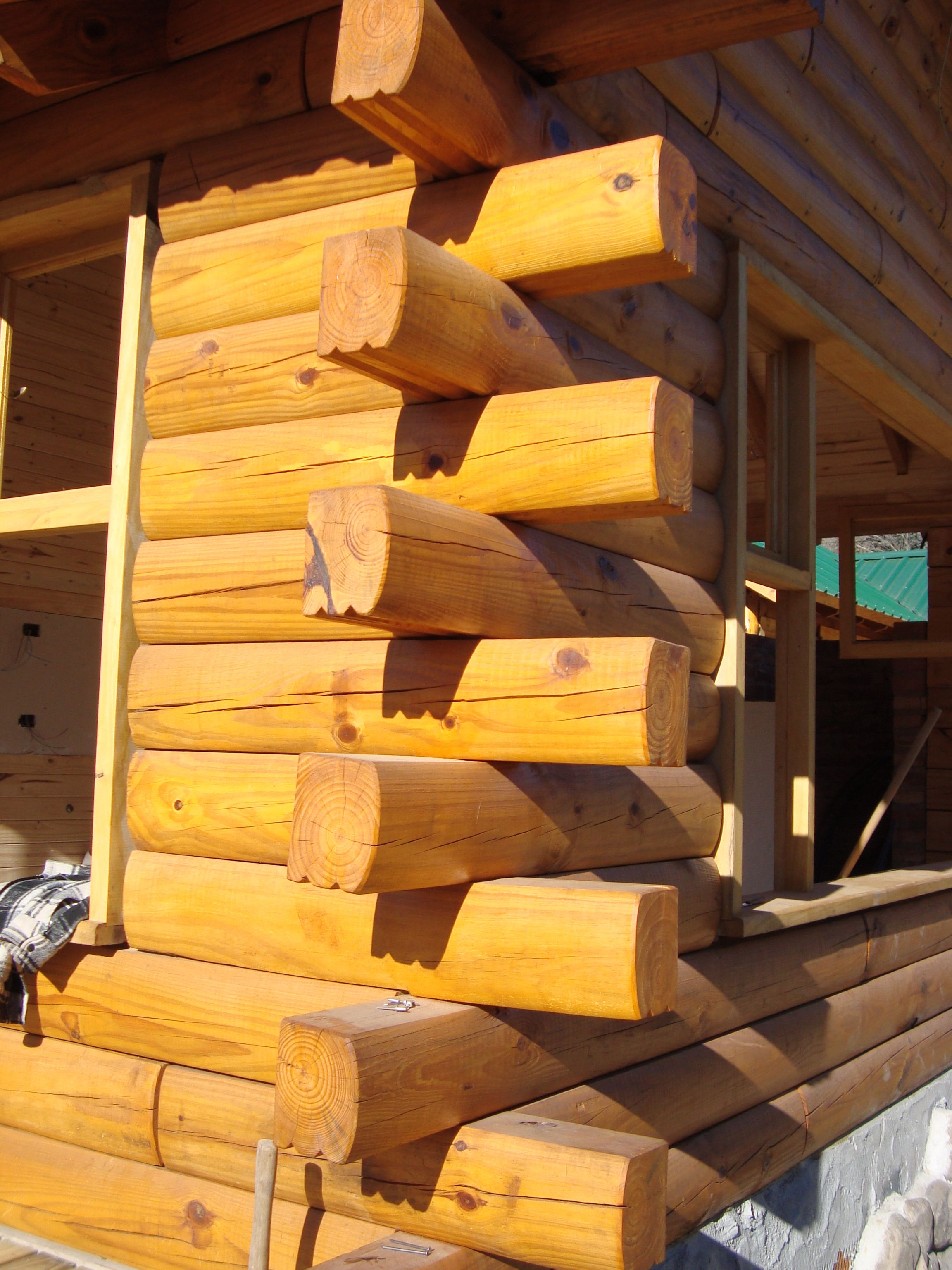 Pared de troncos macizos los troncos de 15 x 20 cm son - Casas de madera de pino ...