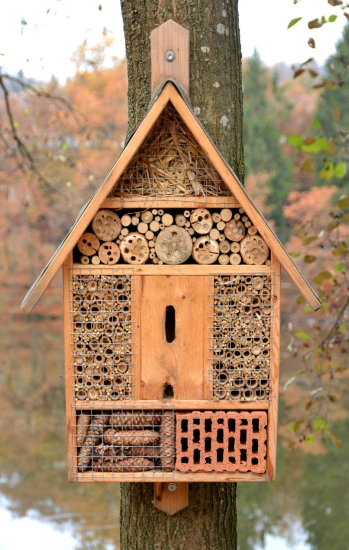 Insektenhotel Fuer Die Nuetzliche Insekte Im Garten