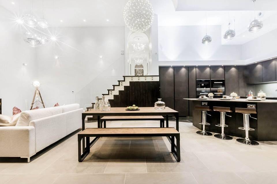 Wildhagen moderne open keuken met design eettafel