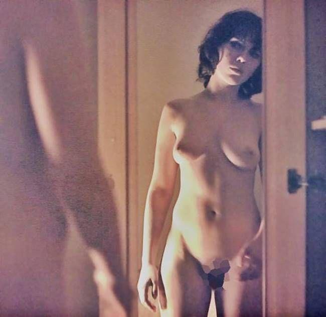 Nude legs spread selfies