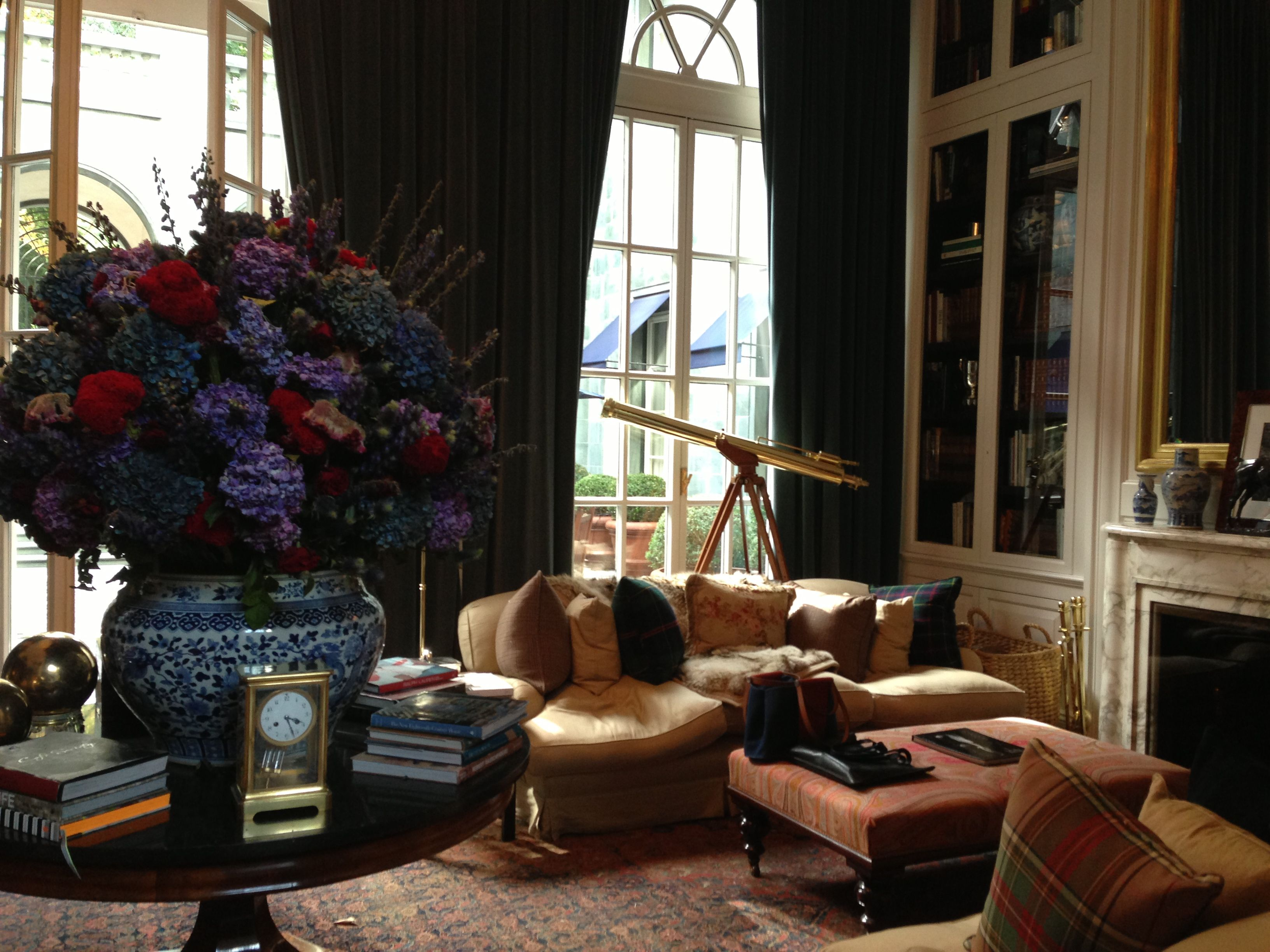 1ffc07fca1 Ralph Lauren Showroom in Milan, beautiful flowers | Enjoyable living ...