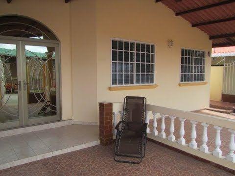 En Una De Las Comunidades Mas Completa Con Todo Al Alcance Casa En Venta En Brisas Del Golf Panama Fachada Casa Pequena Arreglos De Casa Casas