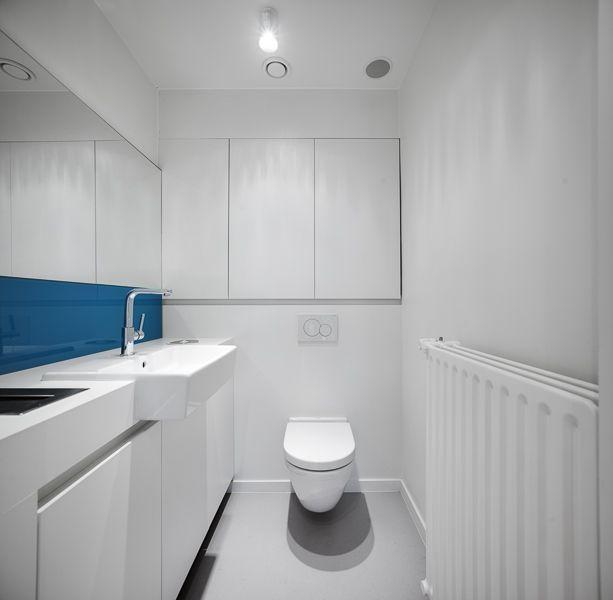 kinesitherapie praktijk te Wilrijk #blue #toilet #medical #dark #Armstrong #physiotherapy #renovation by architime