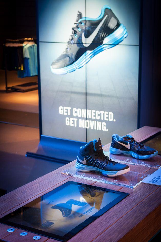 Nike retail display lunarglide hyperdunk niketown for Raumgestaltung einzelhandel