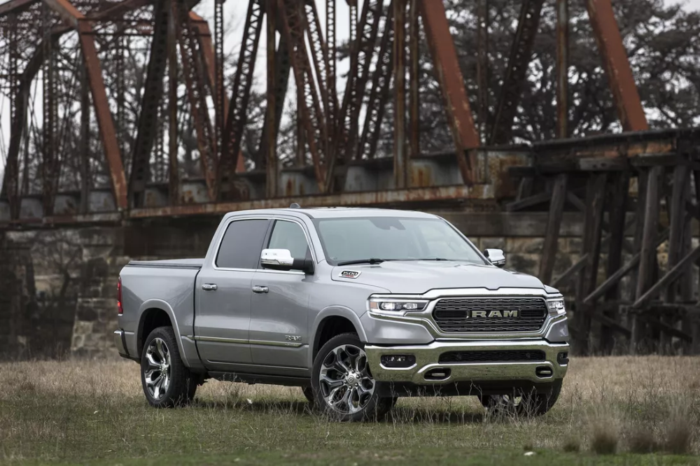 2020 Ram 1500 Ecodiesel Fuel Economy Delivers Up To 32 Mpg Used Mercedes Ford Trucks Pickup Trucks