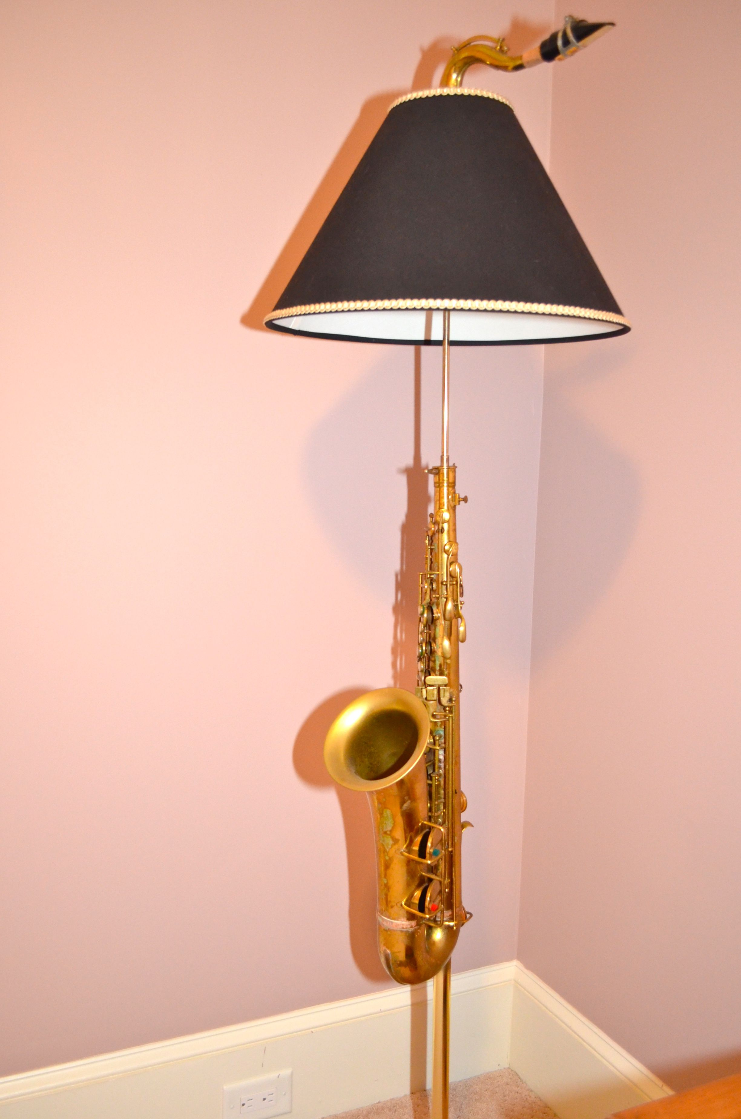 Lamp Made From Father S Saxophone Unique Decor Ideas