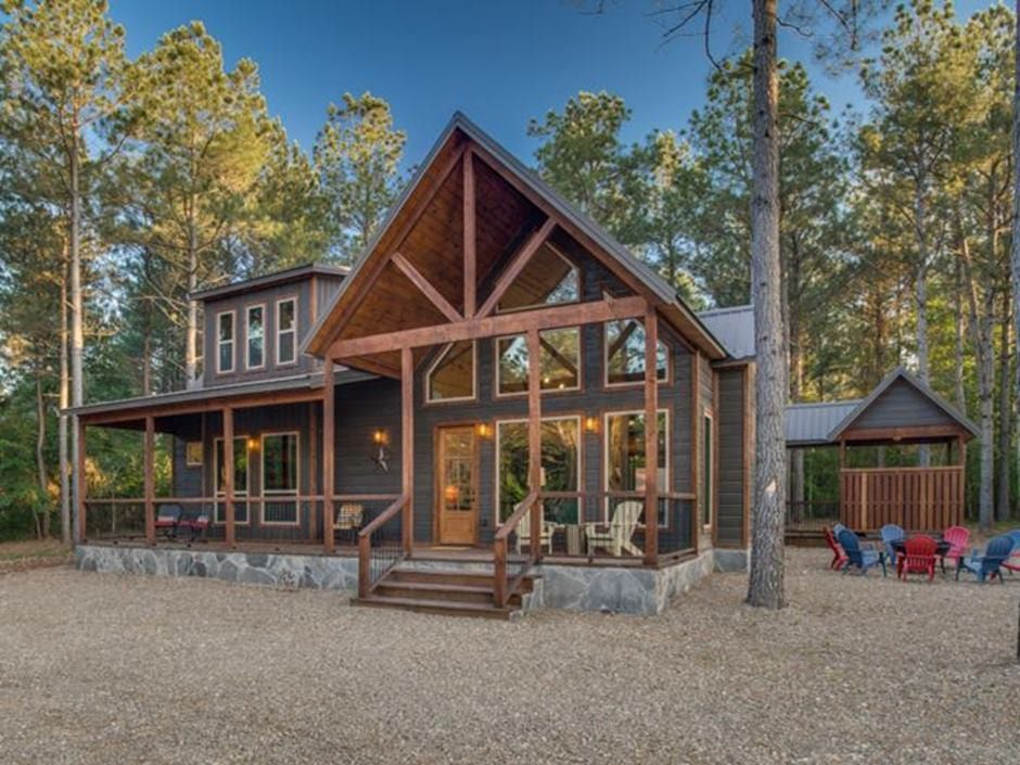 Broken Bow Vacation Cabins Stone Pine Hideaway 3 Bedroom Accommodates Up To 10 Guests Game Room Wifi Hot Tub Pet Friendly In 2020 Hideaway Hot Tub Game Room