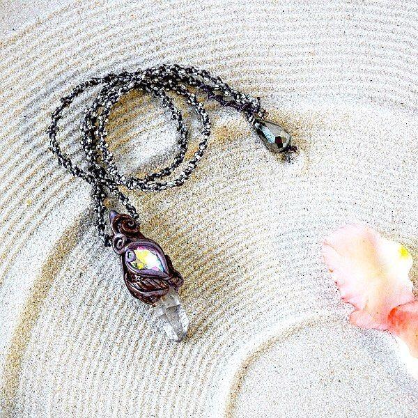 Stavolta c'è un Quarzo Ialino in questo Ciondolo Fantasy Stones ed anche un luminoso cristallo. Il quarzo Ialino è considerato il sovrano dei cristalli con la sua trasparente lucentezza simboleggia la chiarezza la verità linnocente bellezza la fede profonda. Puoi acquistarla qui: http://ift.tt/2hmvrTv . . . . . #archidee #becreative #bepositive  #polymerclay #cernit #quarzoialino #gemstones #modelling  #talisman #portafortuna #amuleto #chakras  #polymerclayjewelry #fantasyjewelry…