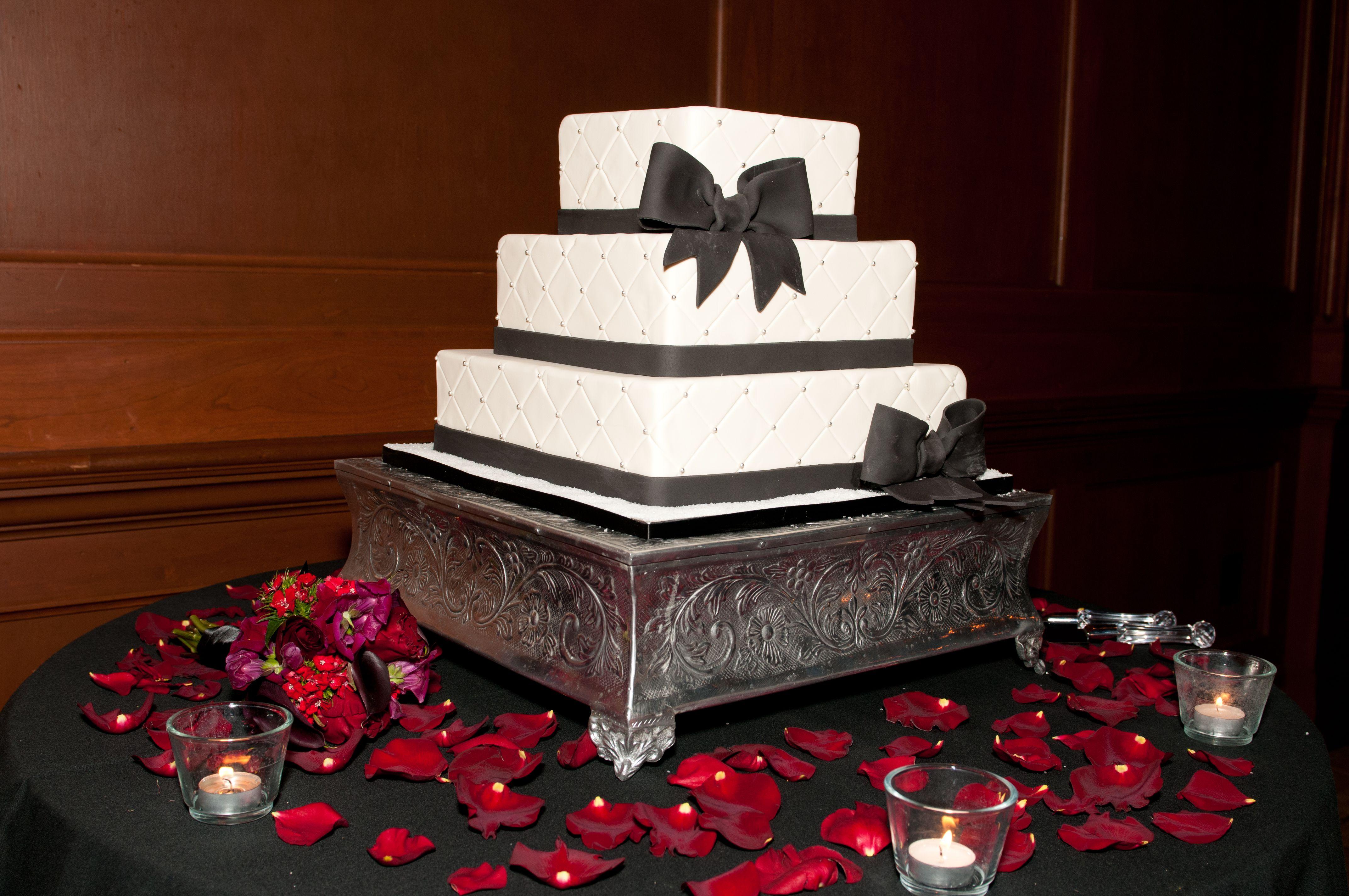 Black u0026 white wedding cake with white