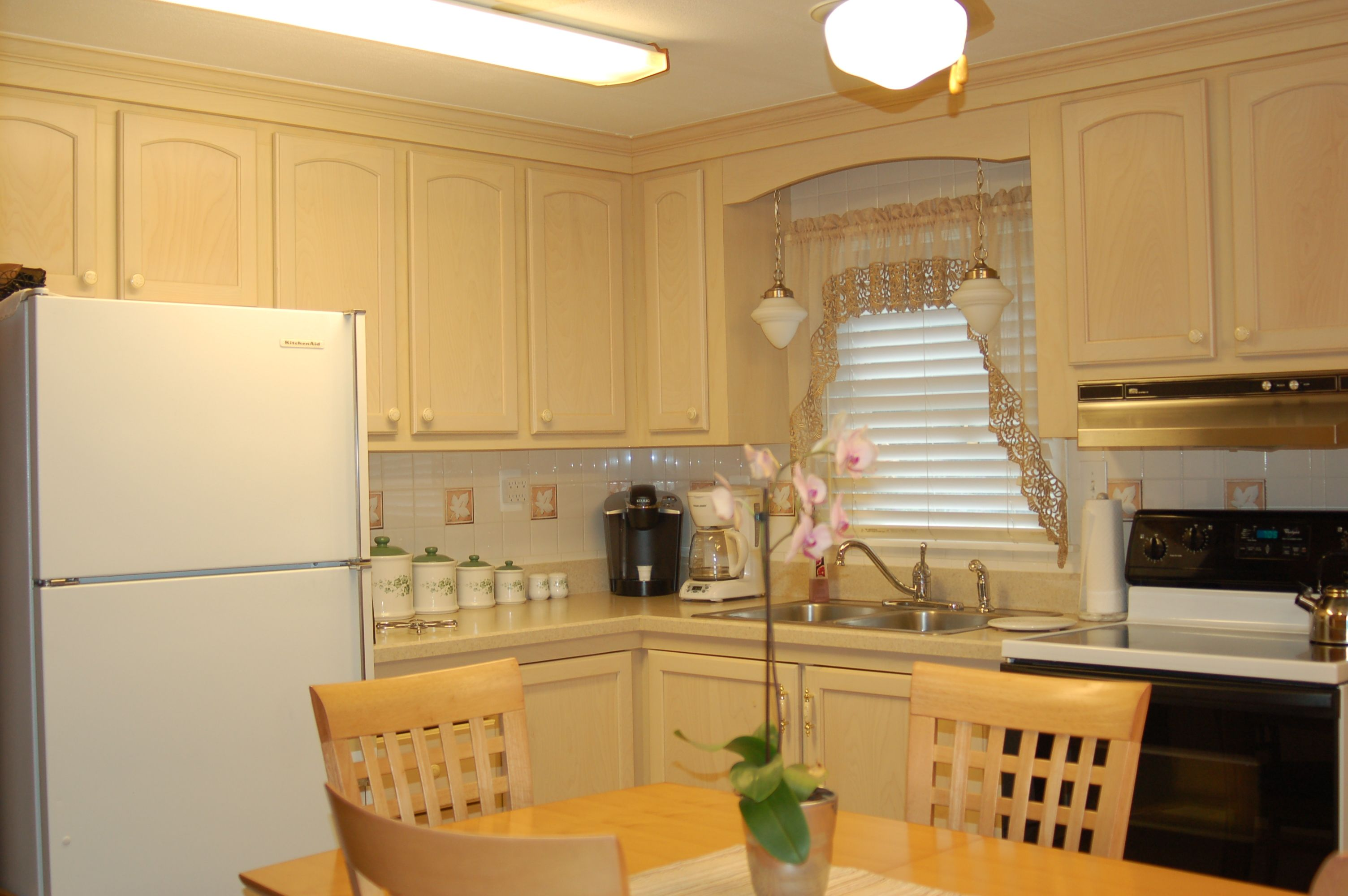 Traditional Looking Kitchen Remodeled With New Kitchen Cabinetry Kitchen Magic Refacers Kitchen Kitchen Remodel Kitchen Bathroom Remodel