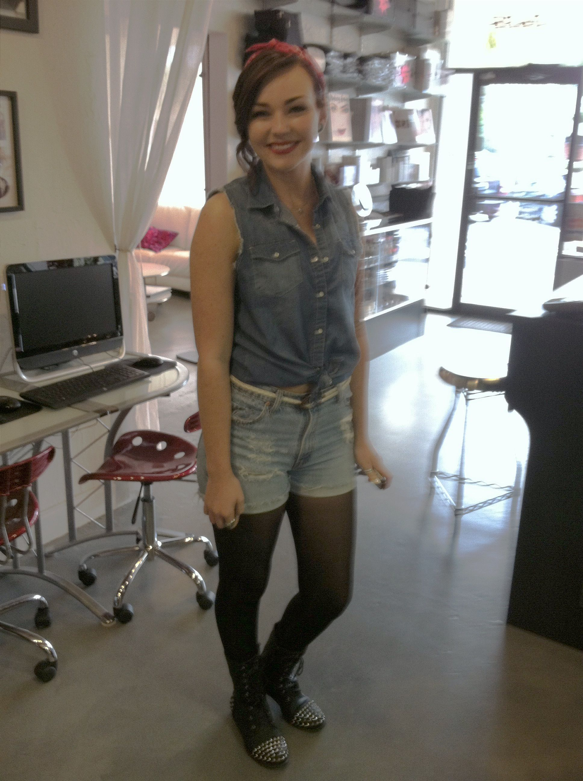 Alexis puts together her look for Glamour Makeup day! Love