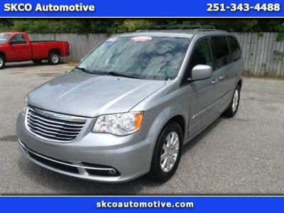 2013 Chrysler Town & Country $15,950