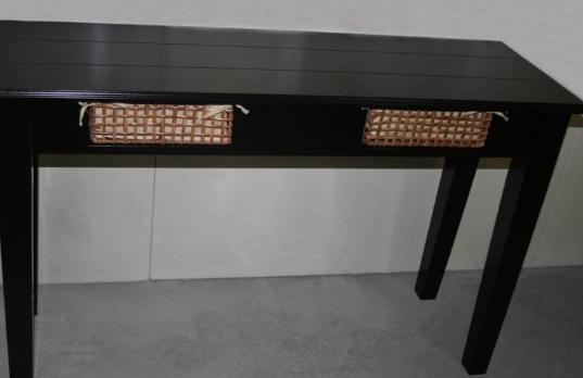 Zwarte tafel met lades om iets op te zetten interieur en meubels