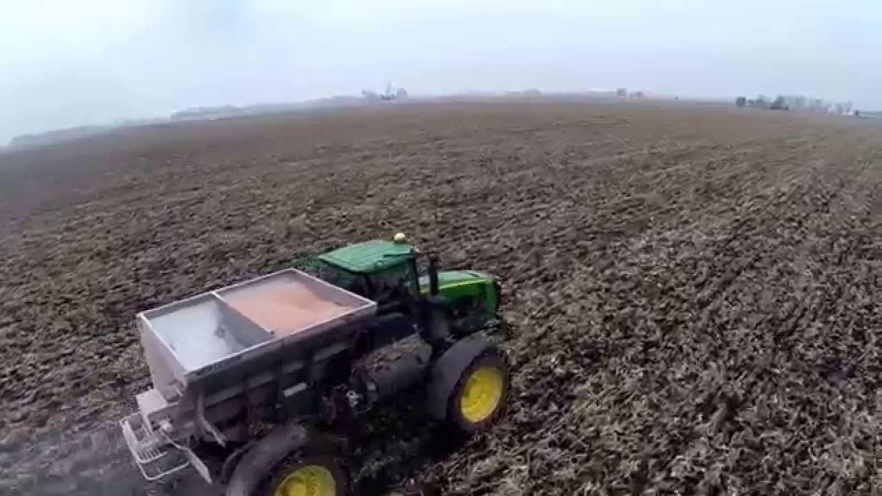 Spreading Dry Fertilizer Soil Testing Fertilizer Soil Ph
