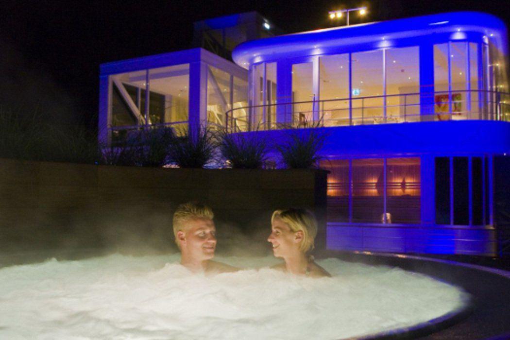 Sauna, Dampfbad, warme Whirlpools und eine luxuriöse Ausstattung — du hast Lust auf einen Kurzurlaub auf dem Wellnessboot in den …